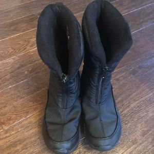 Shoes - Womens snow boots